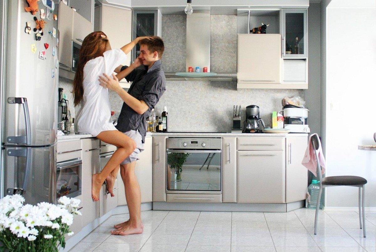Занялись любовью на кухне онлайн черная