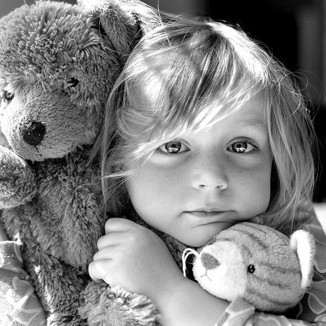 Картинка девочка с игрушками, корпоративная открытка