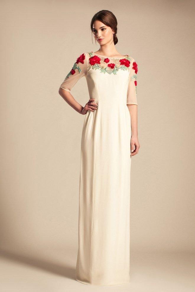 Белое платье в пол с красными цветами