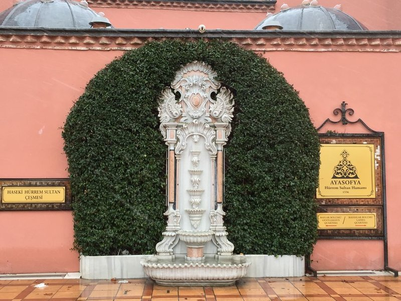 Как я говорила мы были в Стамбуле много раз, поэтому визитные достопримечательности Стамбула (Айя-София, мечеть Султанахмет, Галатская башня, Дворец Топкапы, Цистерна Базилика, Дворец Долмабахче) мы решили не посещать, а посмотреть то, чего мы еще не видели.