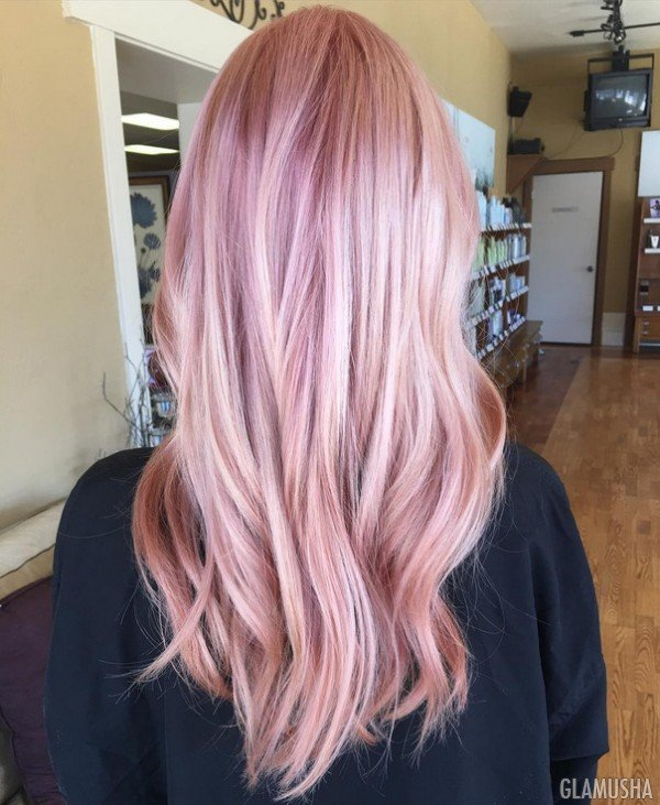 окраска волос в розовый блонд