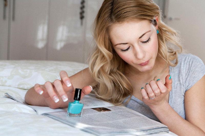 Что важно знать об уходе за ногтями и маникюре? Эксперт рассказал Allure, что делать с кутикулой, формой ногтей и как выбирать для них подходящие покрытия.
