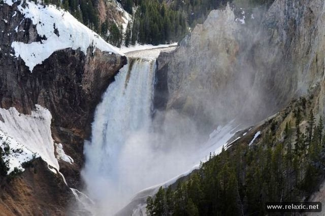Национальный парк Йеллоустоун (Yellowstone National Park) - международный биосферный заповедник,