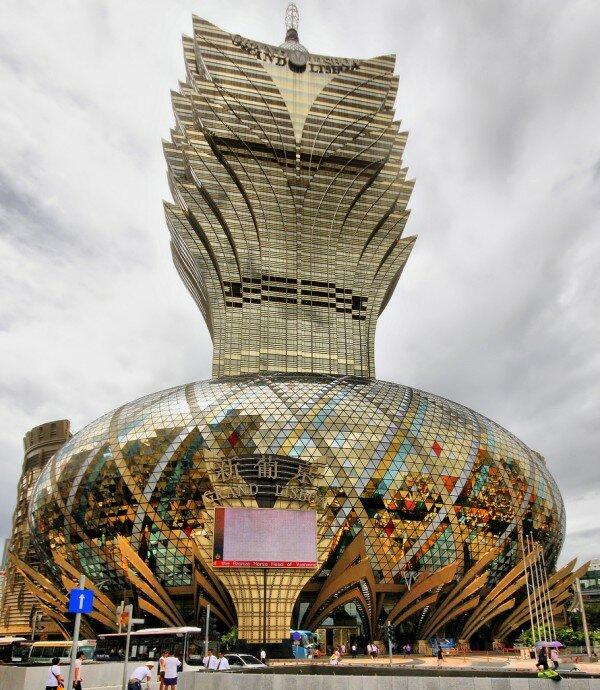 Современная китайская архитектура – это просто авангард и эксперимент. А в итоге, появляется абсолютно новая архитектурная реальность и новый архитектурный