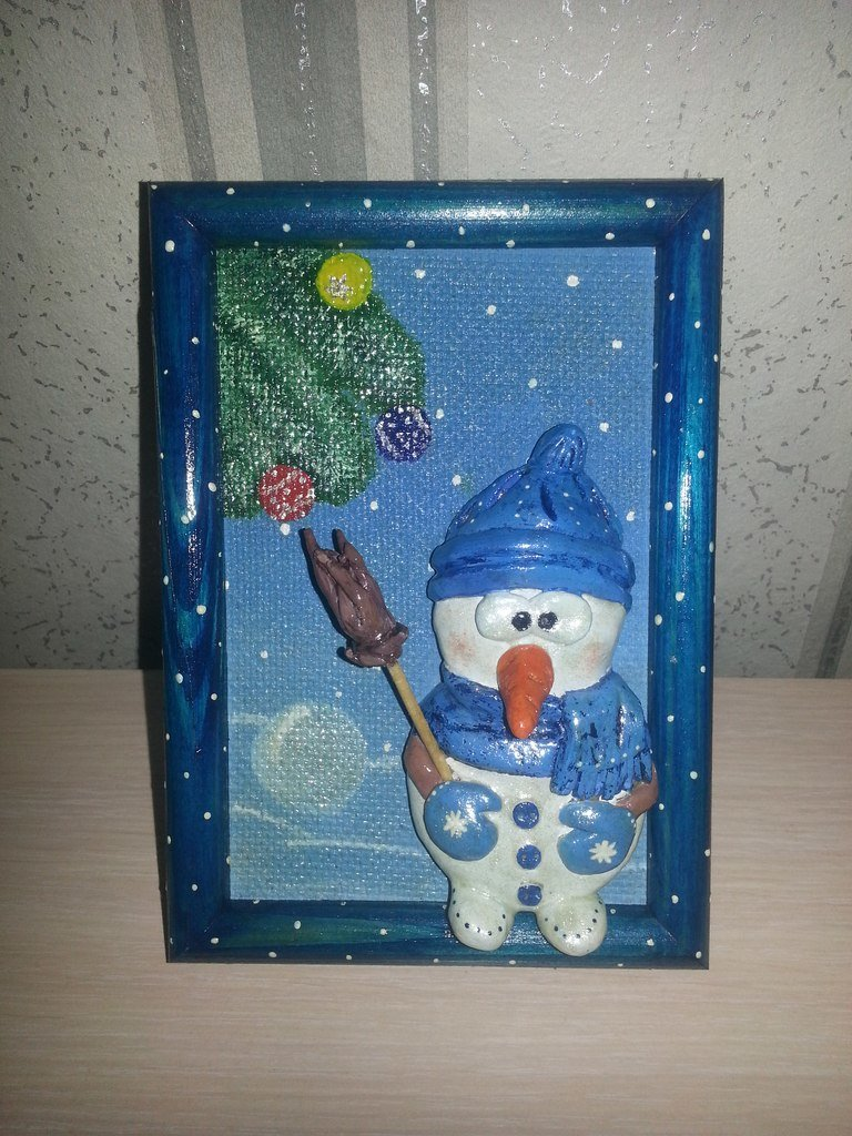 Лепите сами снеговика на картину. Новогодний мотив. Лепка из соленого теста.