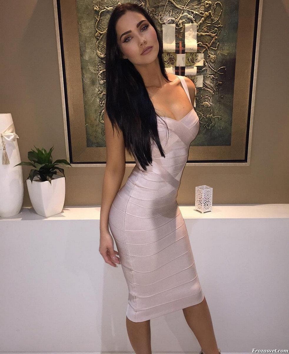 Фото золотые девушки в обтягивающих одеждах секс красивой азиаткой