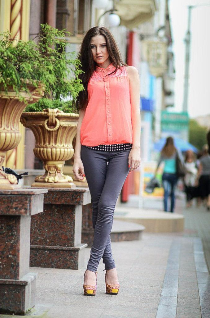 фото девушек в узких джинсах