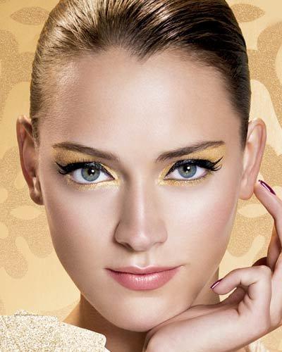 Кофейный и золотистый макияж для голубых глаз