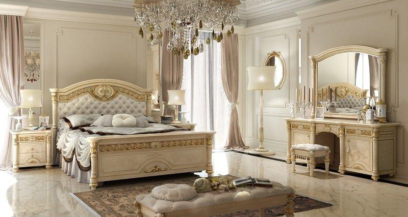Спальня может быть наполнена различными аксессуарами. Главное в этом деле – не переборщить