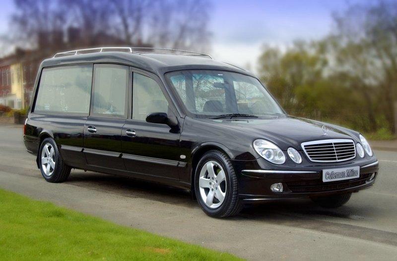 Coleman Milne Mercedes-Benz E-Klasse Hearse (211)