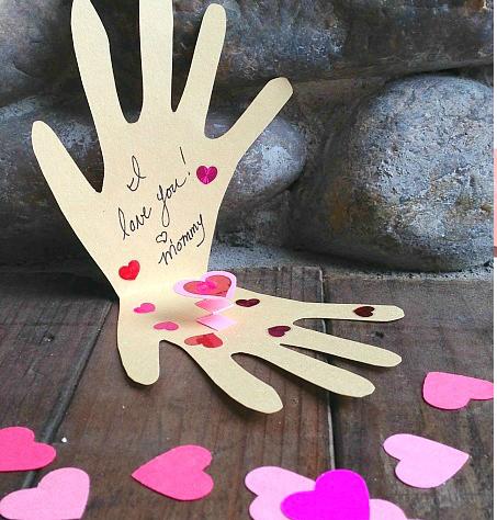 Надписями, ладошки с сердечком открытка