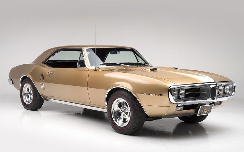 GTO был замыслом инженера Рассела Джи (Russell Gee), занимавшегося в Pontiac двигателями, и старшего инженера Джона Де Лориана (John De Lorean).