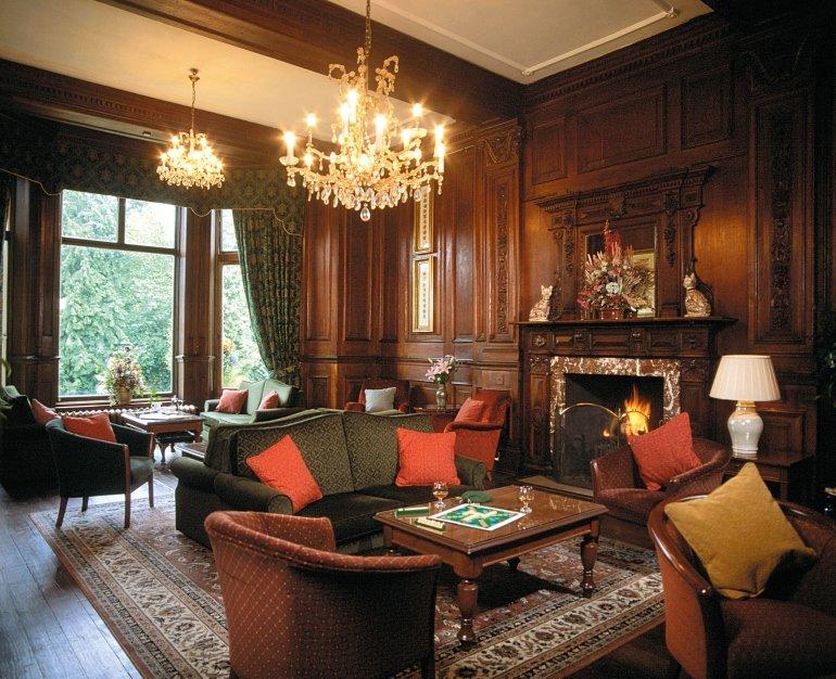 Викторианский стиль в интерьере: фото и основные черты Гостиная в чистом английском стиле великолепна