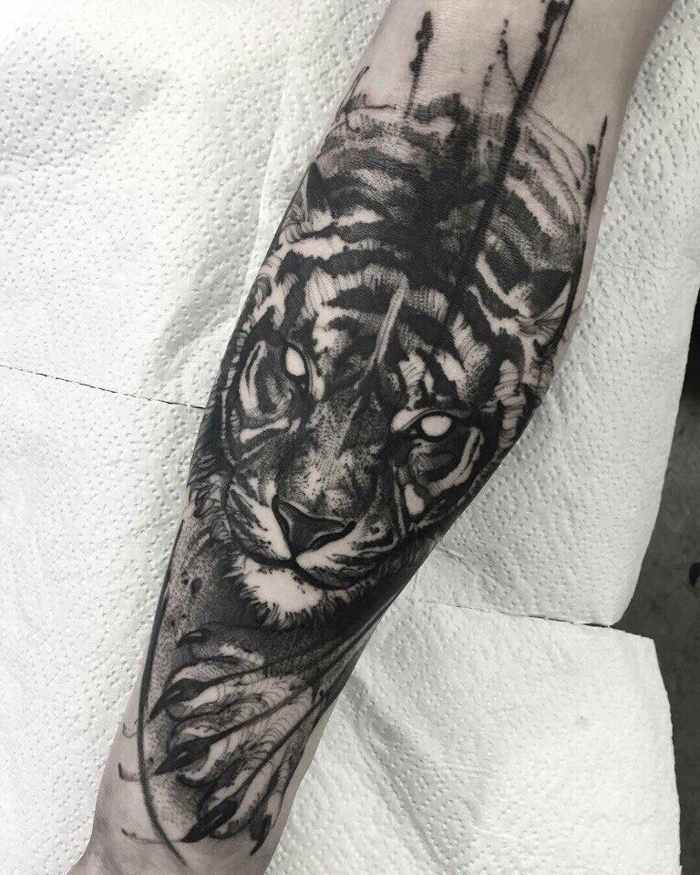 Смотреть фотографии татуировок с обозначениями повреждения