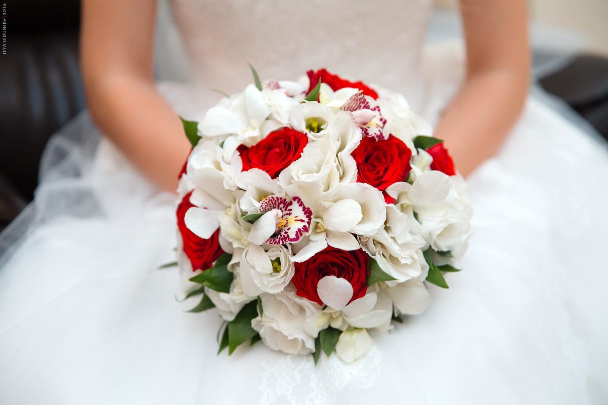 Елена летучая публикует в сети свадебные фото вот про