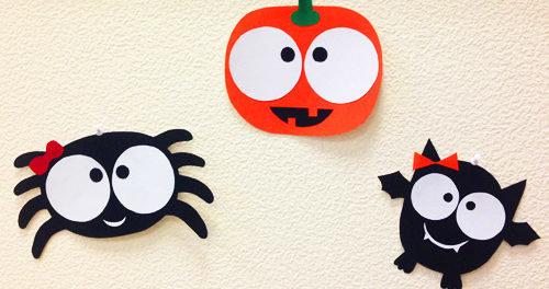 Если вы сегодня активно готовитесь к празднику — Хэллоуин, то вам наверняка понравится мастерить бумажные поделки на Хэллоуин.
