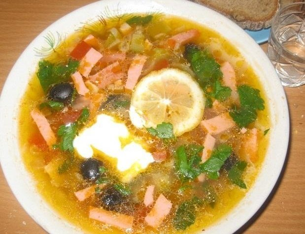рецепт супа солянка с колбасой и оливками
