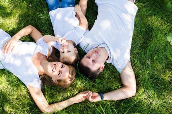 семейное фото на природе с детьми