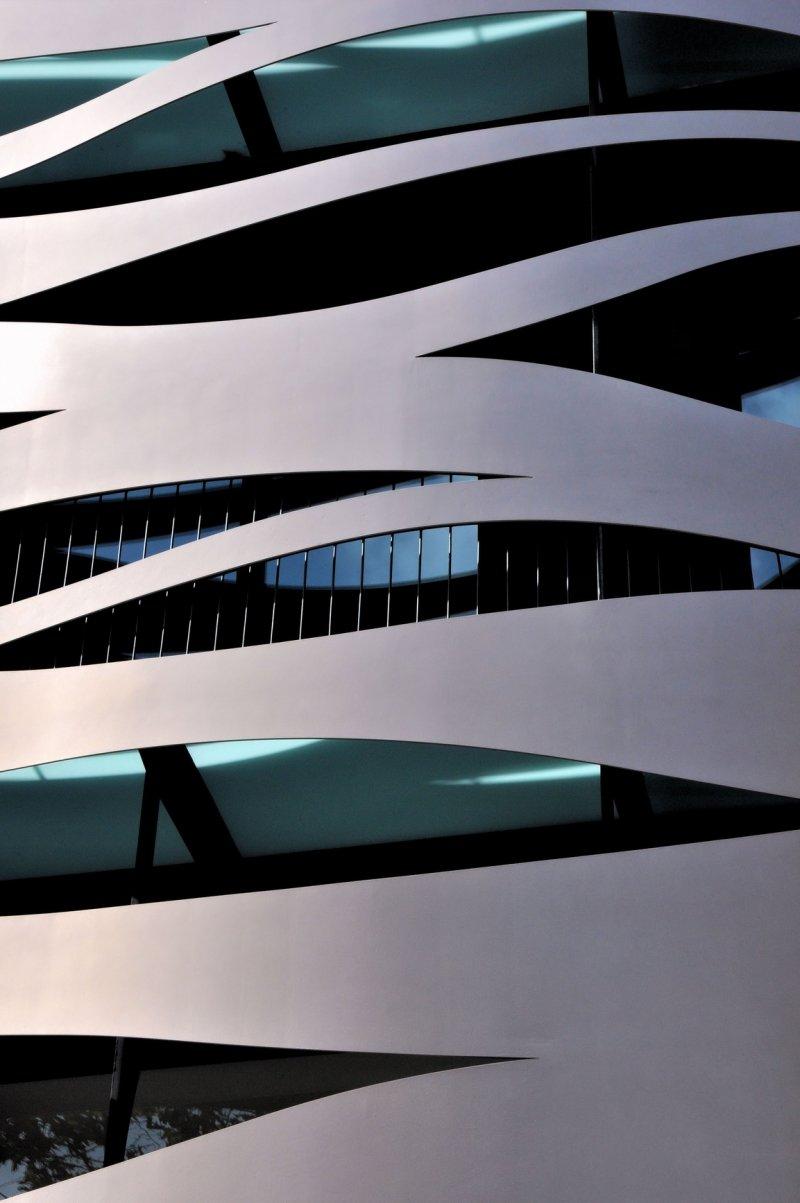Испания. Фрагмент современного здания.