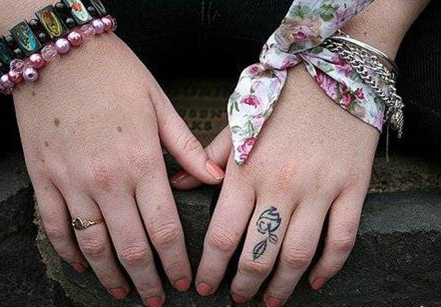тату на пальцах женские фото
