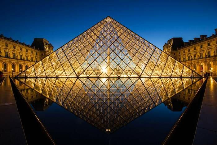 Пирамида Лувра, Париж