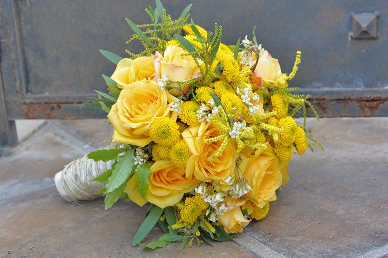 Букет невесты композиция из желтых роз, база продажа цветов