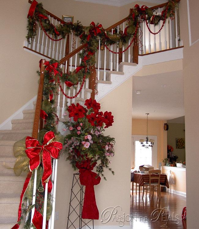 Новогоднее украшение лестницы.