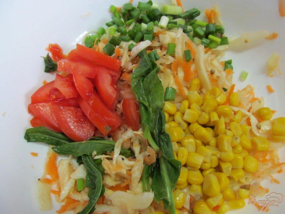 салат с кукурузой консервированной и капустой