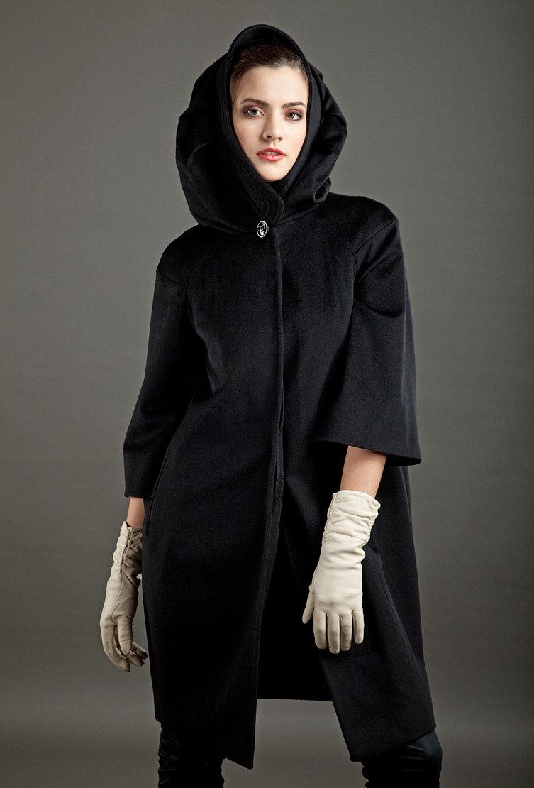 пальто с объемным капюшоном фото любимых