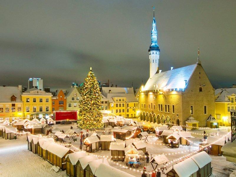 На свете много замечательных и прекрасных мест, куда можно уехать в конце декабря на встречу Рождества и Нового года.