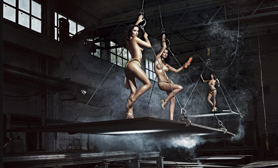 голая девка на заводе - 9