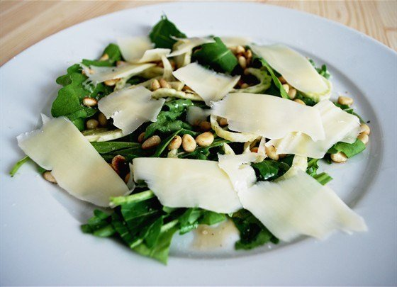 Салат с рукколой и пармезаном за 15 минут