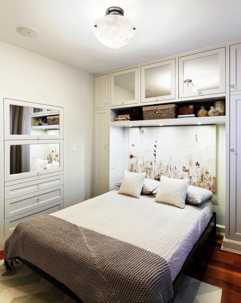 Использование зеркал для декора узкой спальни