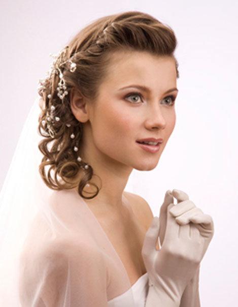 Украшение свадебных локонов средней длины