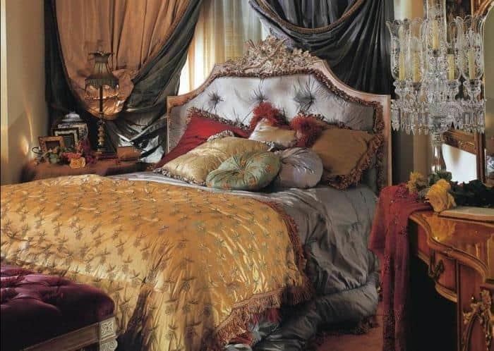 Богатая кровать в Викторианском стиле