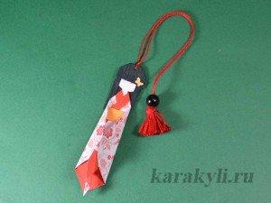 Чиогами нингё в переводе с японского языка означает кукла из бумаги. Первые похожие куклы в Японии начали делать еще в 12 веке.