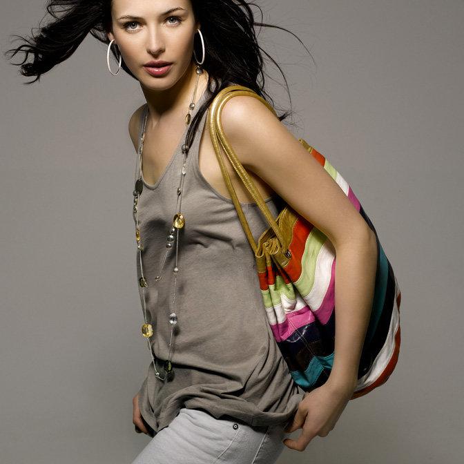Ритм ярких, экзотических цветов отразился не только в дебютной коллекции MOA, но и в декоре первого магазина MOA, моментально ставшего настоящим магнитом для модниц.