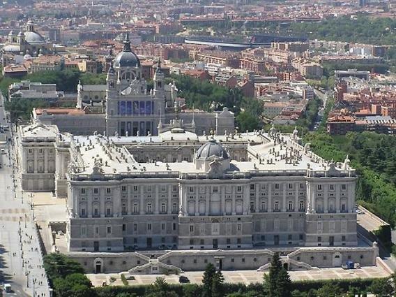 Мадрид – поистине чудесный город, одна из жемчужин Испании. Здесь вы можете посетить множество достопримечательностей и прочувствовать настоящий испанский дух. Здесь мы собрали несколько достопримечательностей города, фото которых стоит осмотреть в п...