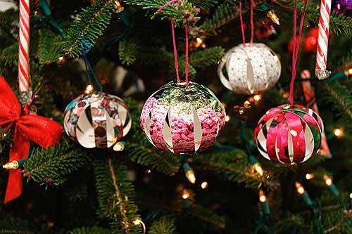 Шары на елку с бумажных цветных лент