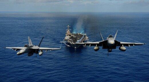 Красивое фото на взлёте с авианосца