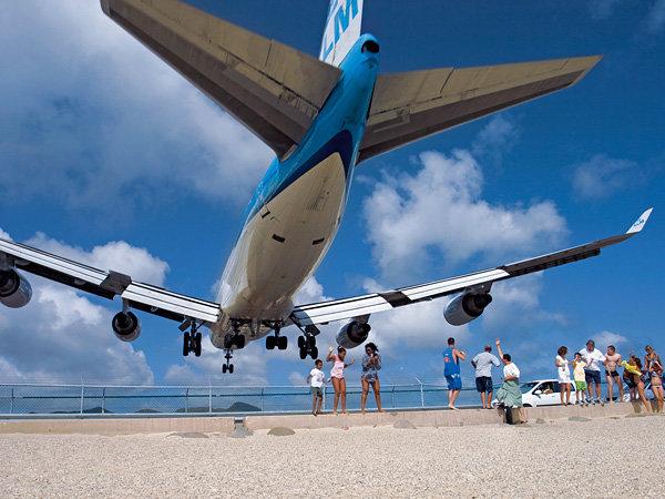 Пляж Махо рядом с аэропортом принцессы Юлианы (11 фото)