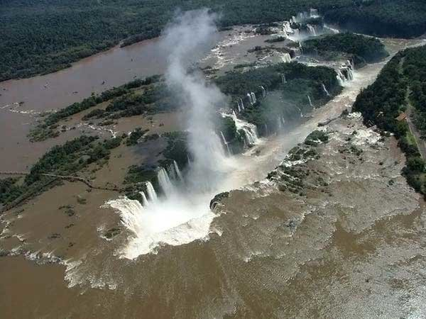 самые необычные водопады