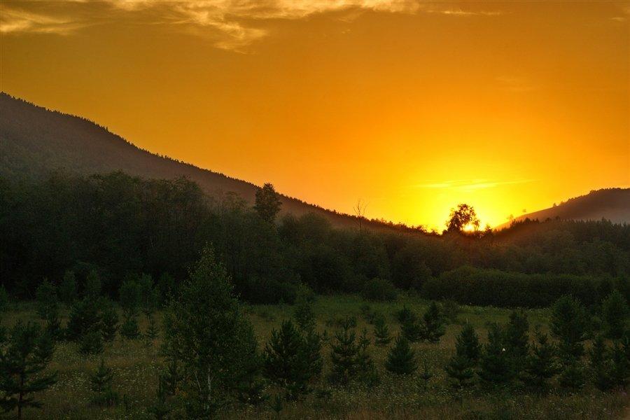 Закат в Уральских горах