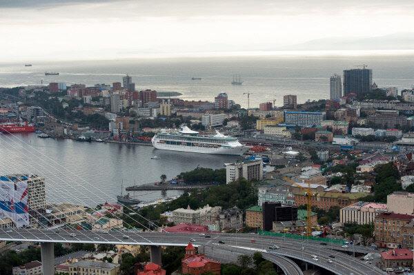 Владивосток и остров Русский с вертолета Вид на мыс Эгершельд Фото: Александр Вильф