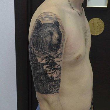Тату медведь: значение, на плече, мужские, на руке, оскал, фото ... | 375x375