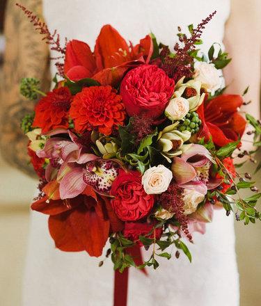 Свадебный букет в красном цвете, вкусные букеты липецк