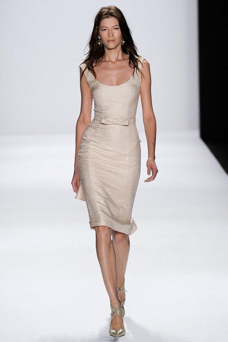 Бежевое модное платье футляр 2015 — фото новинка в коллекции Badgley Mischka