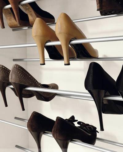 Хранение обуви в шкафу купе.