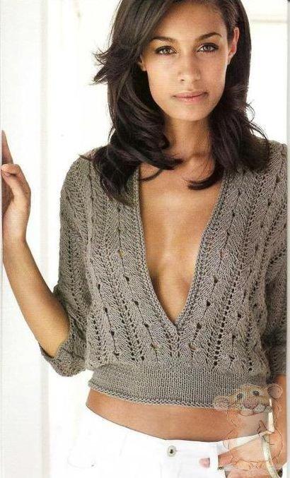 Короткий пуловер с глубоким вырезом