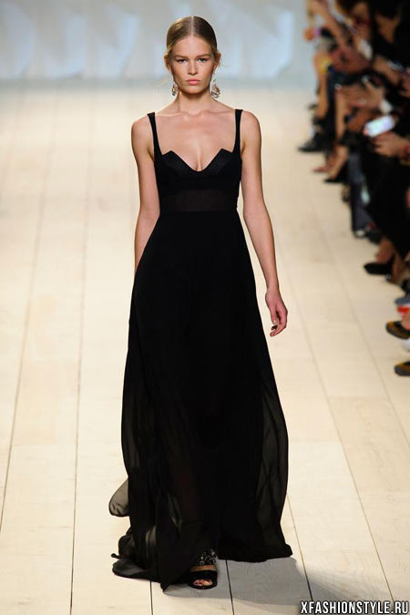 Модные тенденции весна-лето 2015: черные платья. Nina Ricci
